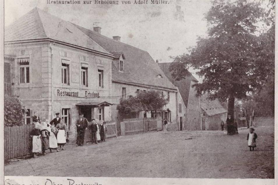 Adolf Müller führte einst den Gasthof in Pesterwitz. Das Foto ist vermutlich in den 1890er-Jahren entstanden und ist auch als Postkartenansicht bekannt.  Repro: privat