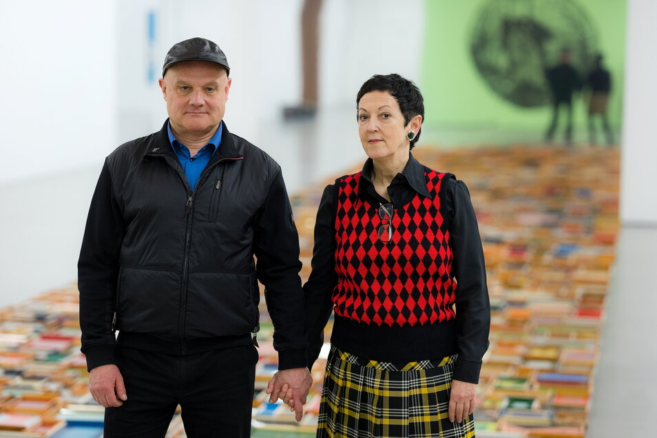 Erasmus Schröter mit seiner Frau Annette Schröter 2018 in einer gemeinsamen Ausstellung im Bildermuseum in Leipzig.