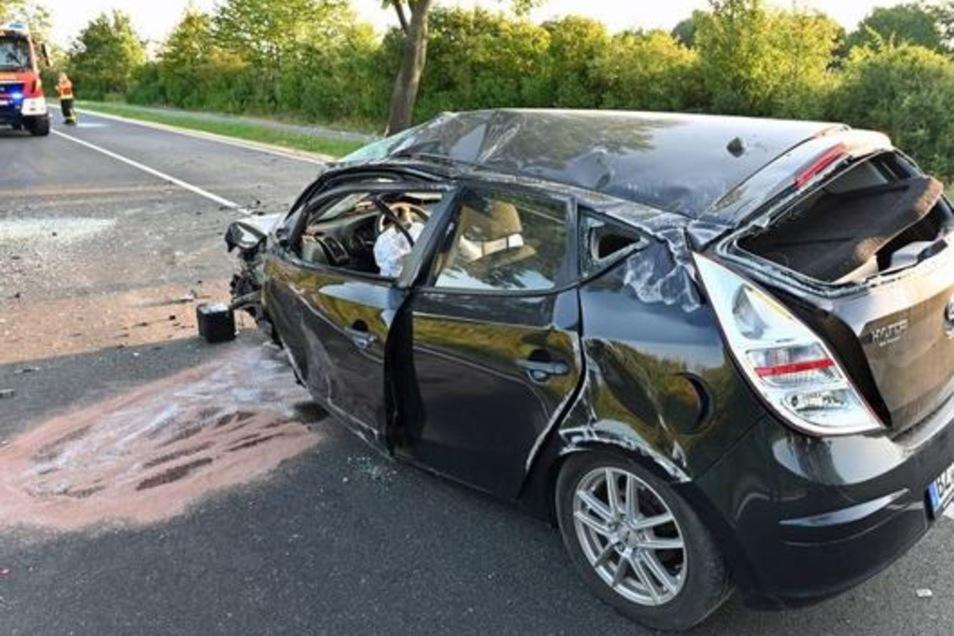 Eine junge Frau wurde bei einem Unfall auf der B 96 schwer verletzt.