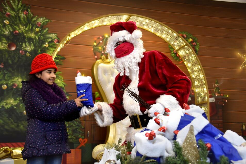Hendrik Scholz ist seit 20 Jahren leidenschaftlicher Weihnachtsmann. Auch dieses Jahr will er seinen Service anbieten.