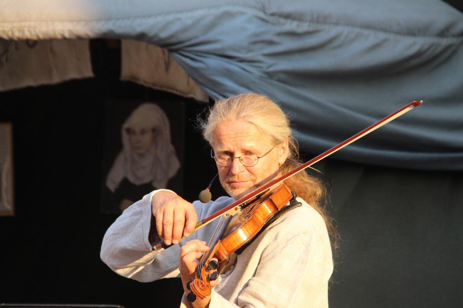 Musikanten an der Mönchskirche, hier Reinhard Simmgen.