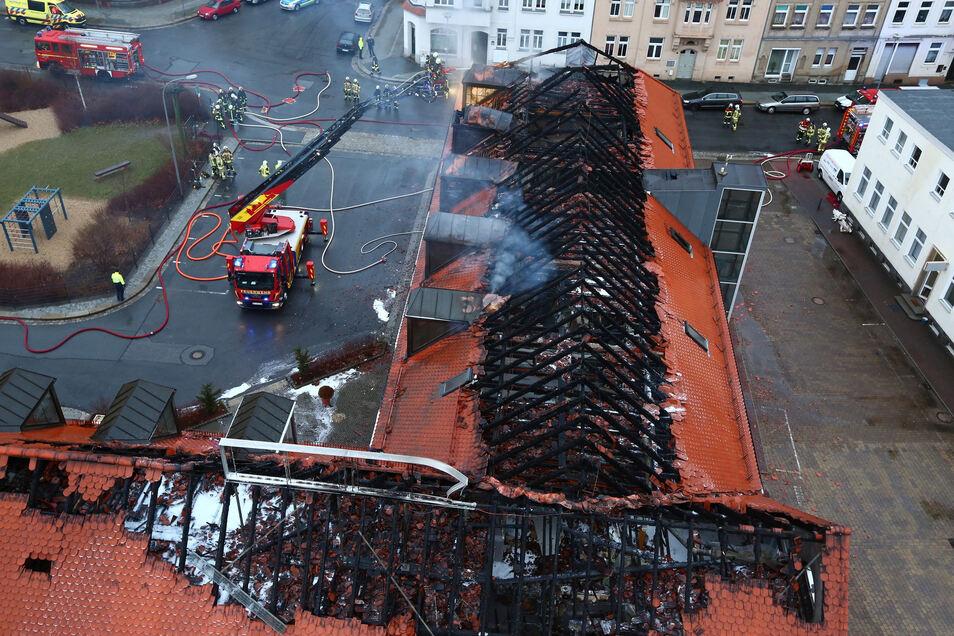 Die Brandruine am Bautzener Husarenhof soll verschwinden. Der Besitzer will sie abreißen lassen.