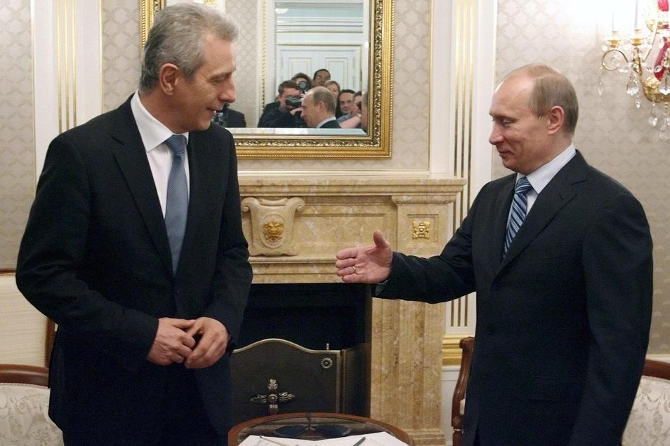 Der russische Präsident Wladimir Putin – hier im April 2009 beim Moskau-Besuch des damaligen sächsischen Ministerpräsidenten Stanislaw Tillich (l.) – stößt im Osten Deutschland oft auf Verständnis und Sympathie.