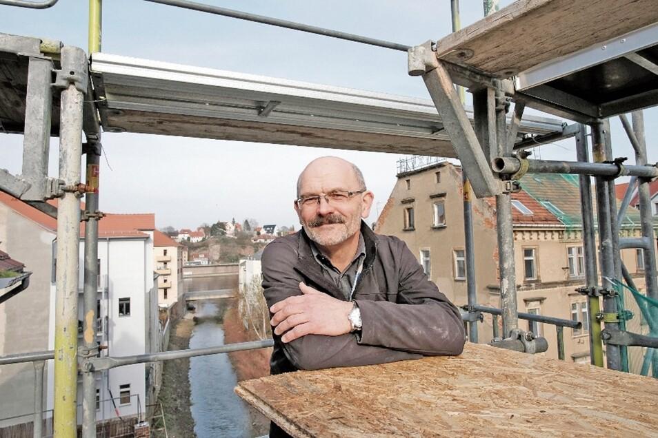 Planer, Bauherr und Bauleiter in einem – Architekt Harald Kühne macht aus der halben Ruine Gerbergasse 17 ein Haus mit modernem Komfort.