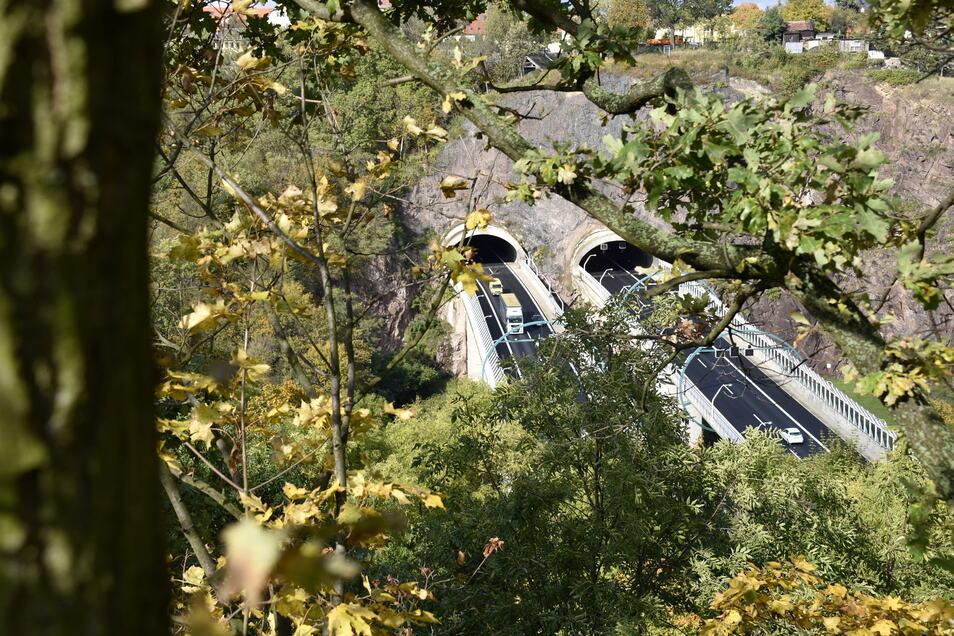 In der Tunnelkette Dresden finden Wartungsarbeiten statt. Für eine Nacht muss die Autobahn dafür voll gesperrt werden.