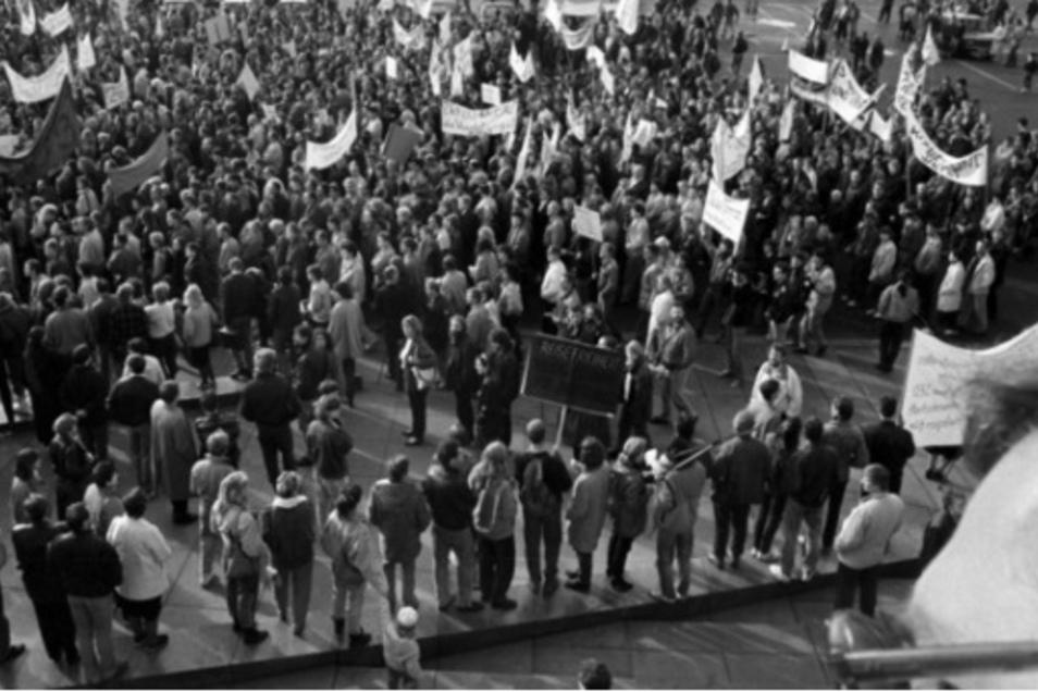 Dass die Stasi ihr eigenes Volk beobachtete und bei Protestzügen aktiv wurde wie hier im Herbst 1989, ist bekannt. Weniger aber, dass Mielkes Truppe 1980 in Westberlin einen Streik niederschlug.