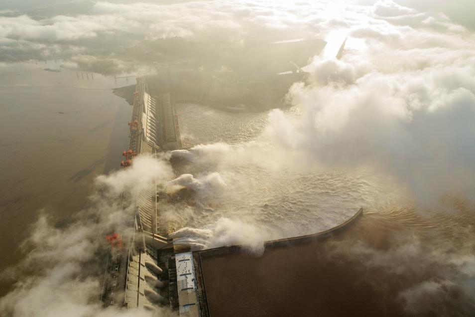 Der Drei-Schluchten-Staudamm, das größte Wasserkraftwerk der Welt am Jangtsekiang.