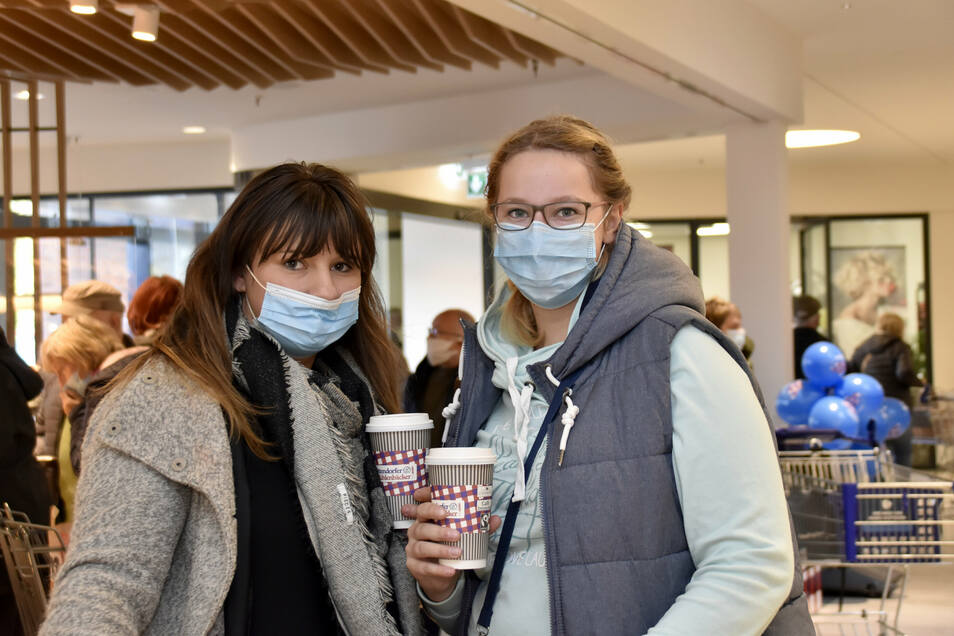 Anne Müller (li.) und Sarah Burk haben bei einem Einkaufsbummel das Center erkundet.