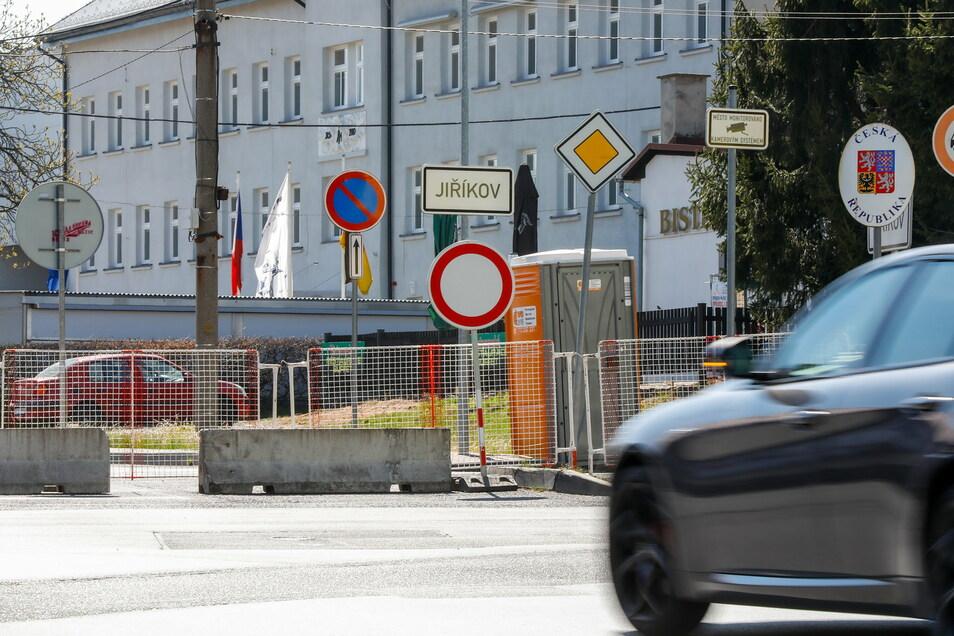 Der Grenzübergang an der Ebersbacher Bahnhofstraße.