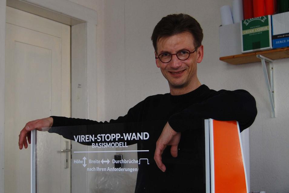 Steffen Rimpl hat eine Viren-Stopp-Wand erfunden - und baut diese auch selber.