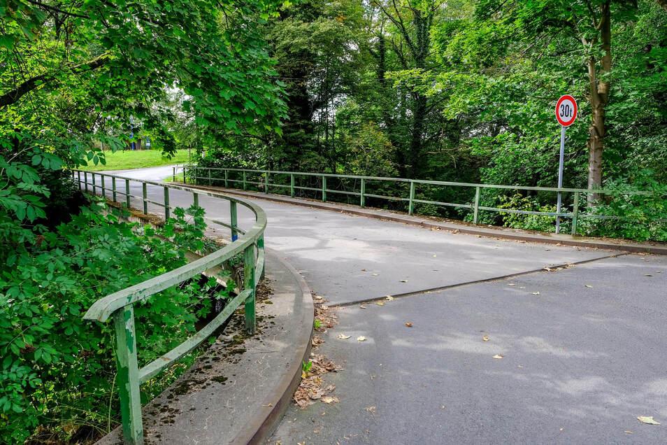 Die zweite Straßenbrücke wird nach den Plänen der Stadt grundhaft instand gesetzt.