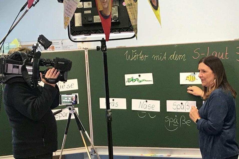 Ines Kutzner wird vom Fernsehen gefilmt.