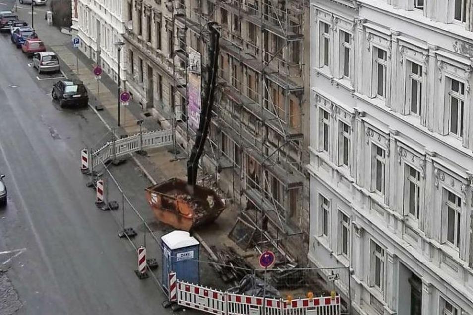 Die Stadt sichert derzeit das desolate Haus Bahnhofstraße 54.