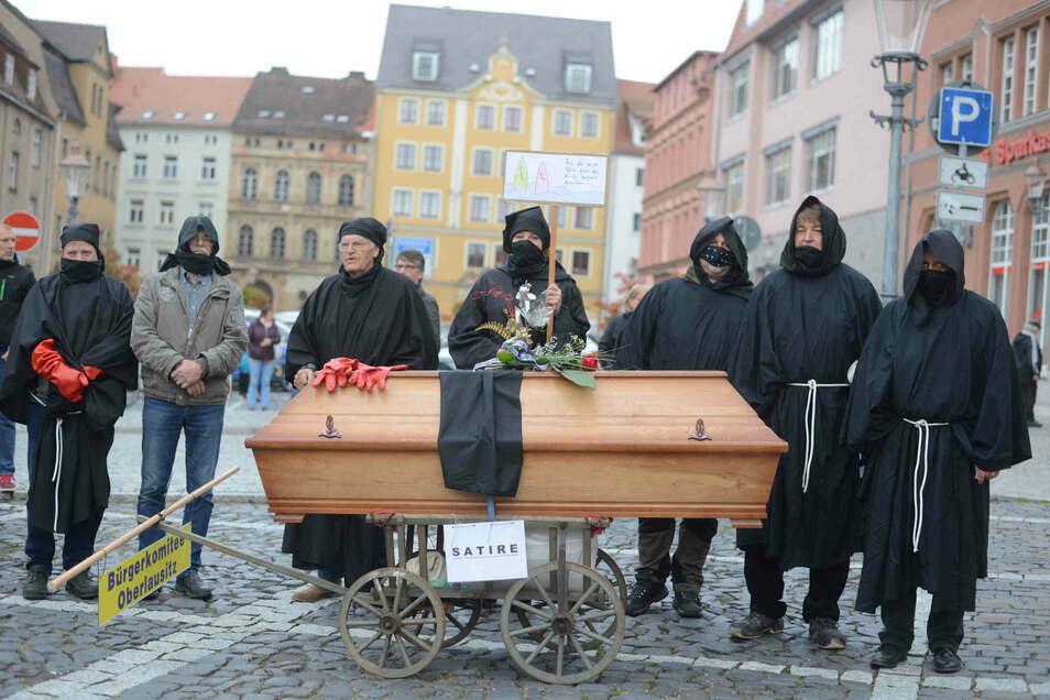 """Ziel des """"Bürgerkomitees Oberlausitz"""" war die wöchentliche Corona-Demo am Herkulesbrunnen."""