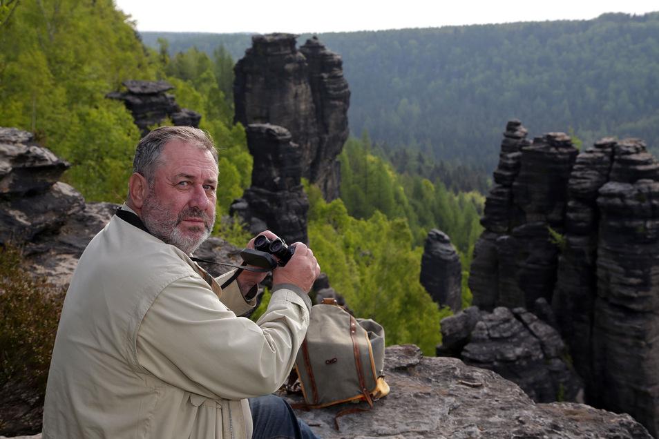 Ab Anfang März sucht Beringer Augst nach den Kinderstuben der Wanderfalken. Am Großen Grenzturm (Bildmitte) wurde er dieses Jahr fündig.