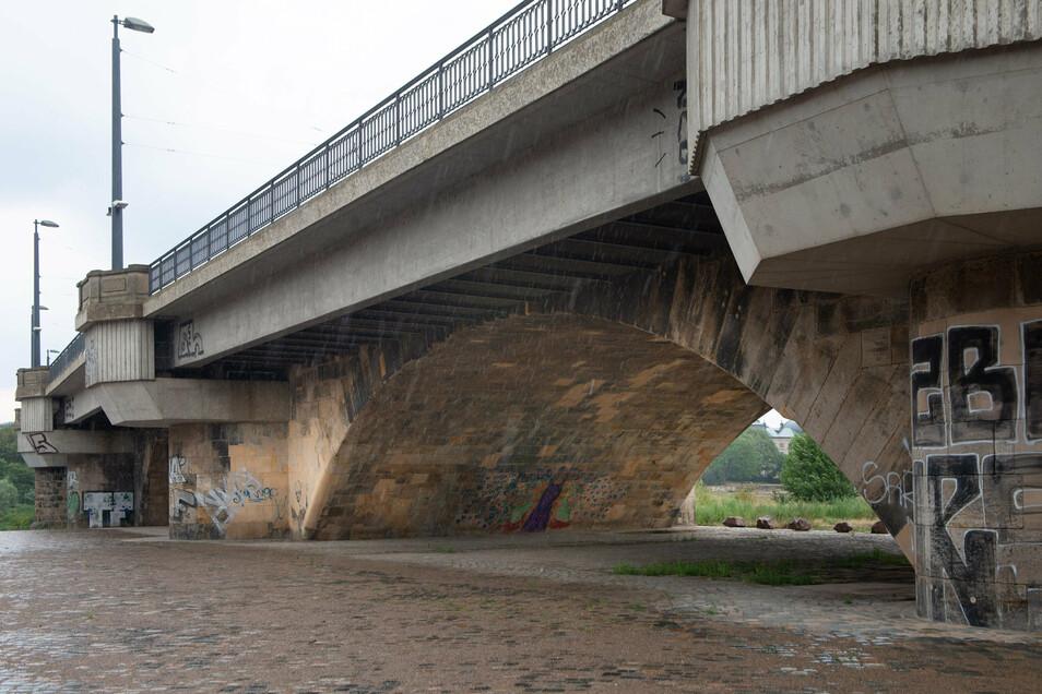 Nur den verbreiterten, elbabwärts liegenden Teil der Brücke konnten die Prüfer noch mit befriedigend bewerten.