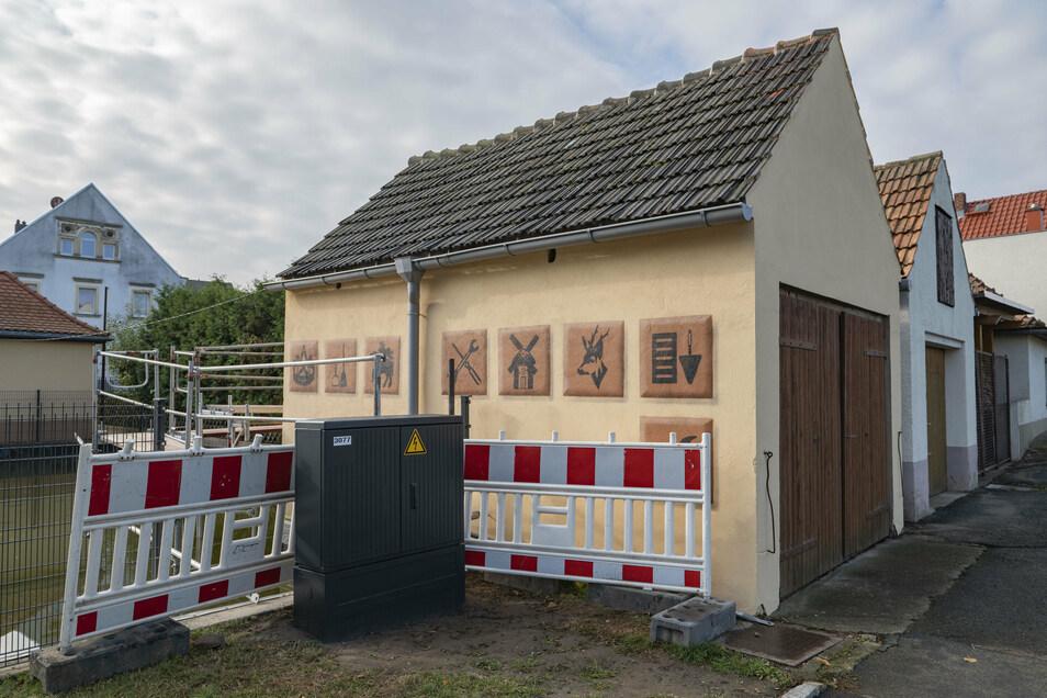 Sämtliche Gewerke in Bauda sind auf dem neu gestalteten früheren Spritzenhaus am Dorfteich vertreten.