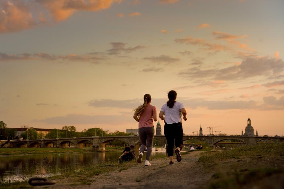 Beim Dresdner Nachtlauf kann man wieder gemeinsam laufen.