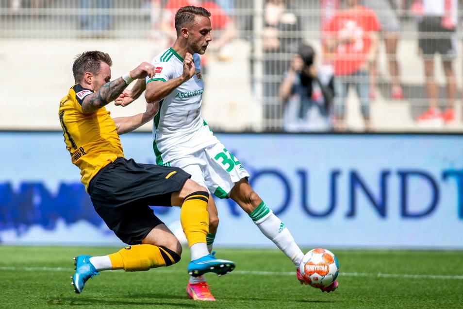 Der Unioner Marcus Ingvartsen (r.) läuft Dynamo-Verteidiger Michael Sollbauer davon und trifft zum 1:0.