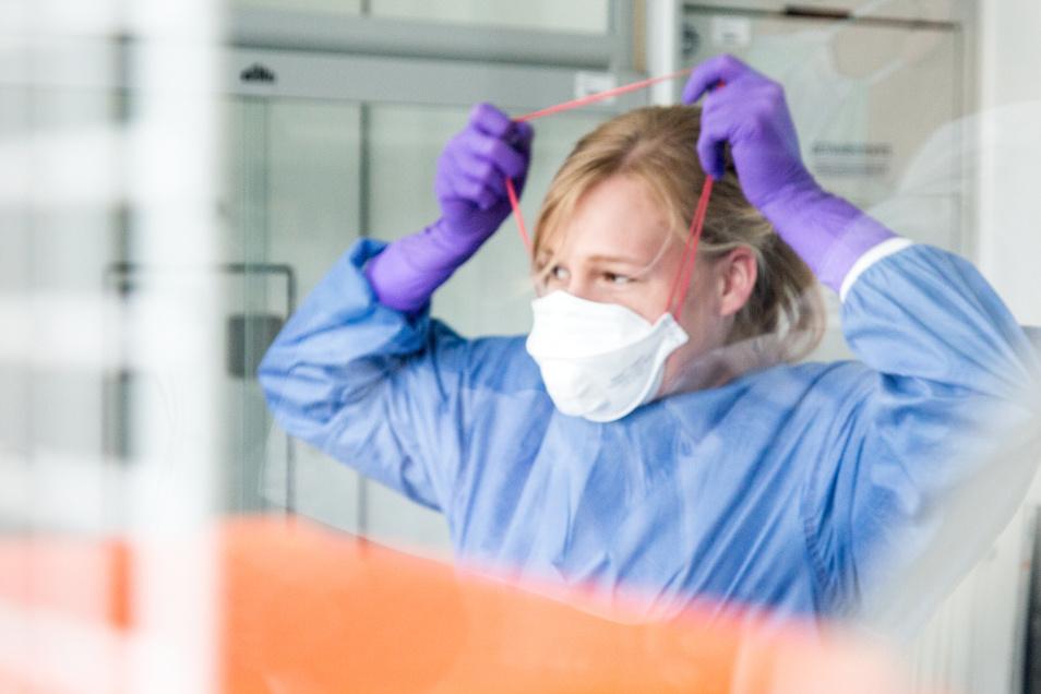 In der ersten Corona-Welle stand die Anzahl von Intensivbetten, Beatmungsgeräten und Laborkapazitäten im Mittelpunkt. Doch viele Krebspatienten fragen sich, wie es für sie weitergeht.