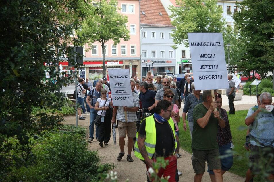 Bis zu 130 Corona-Skeptiker und eine Forderung. In Pirna wurde auch an diesem Mittwoch demonstriert.