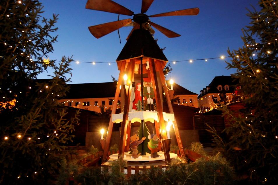 Nicht mehr lange und dann ist es hoffentlich wieder so weit. Vorweihnachtliche Stimmung prägt die Röderstadt, welche sich auch auf dem traditionellen Postkartenmotiv finden soll.