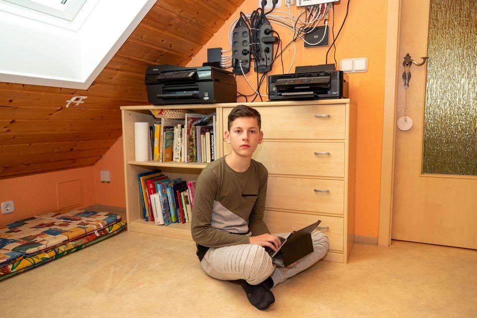 Joshua Eißer (15) ist verzweifelt. Das Internet in seinem Wohnort Grund ist so langsam, dass er nicht am Live-Stream-Unterricht seiner Schule teilnehmen kann.