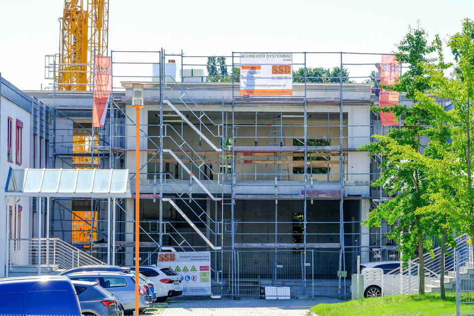 Der Rohbau des neuen Verbindungsbaus am Firmensitz in der Schneiderstraße ist fertig.