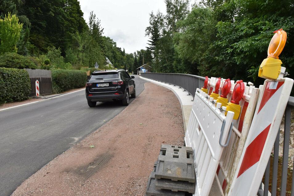 Die Absperrungen an Hauptstraße in Reichstädt sind zur Seite geräumt.