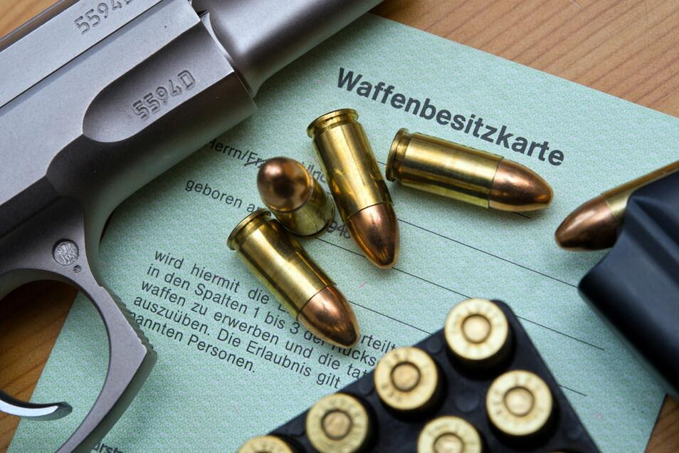 Im Landkreis Bautzen besitzen insgesamt 16 Personen mit Bezügen zur rechtsextremistischen Szene waffenrechtliche Erlaubnisse.
