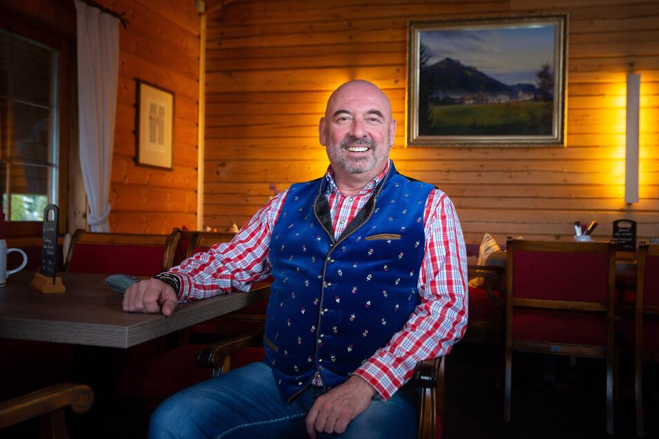Fünf Jahre war er weg: Jetzt ist Gastwirt Kali Schneider wieder in Sachsen. Der bekannte Gastwirt übernimmt das Restaurant am Golfplatz in Ullersdorf.