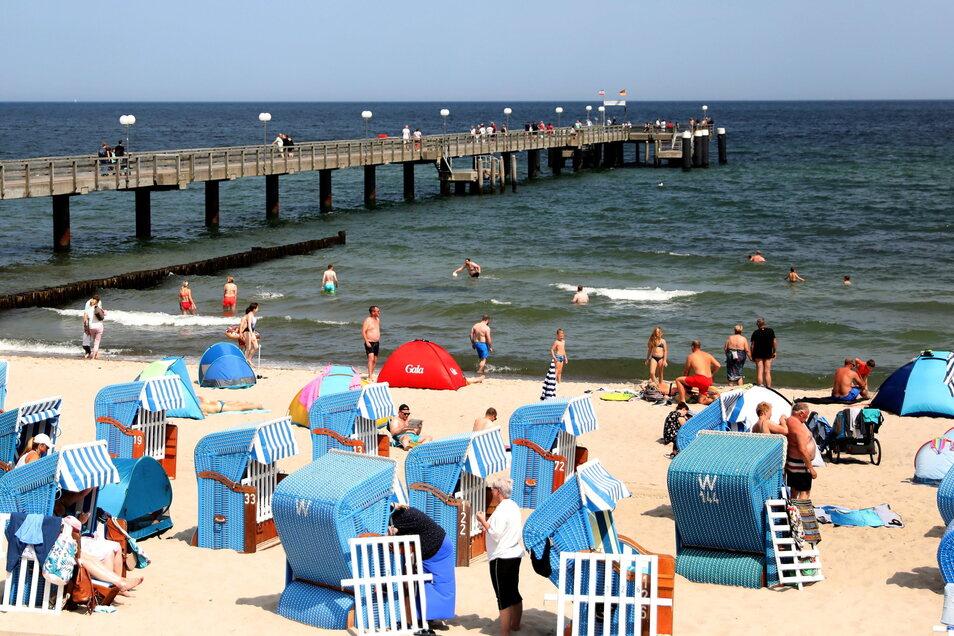 Urlaub an der Ostsee - hier ein Blick auf den Strand in Kühlungsborn - wollte ein Paar aus Hochkirch machen. Doch beim Buchen einer Unterkunft fiel es auf Betrüger herein.