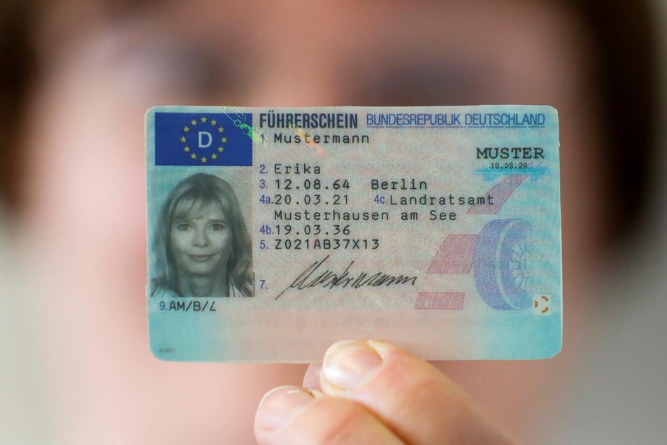Personen, die zwischen 1953 und 1958 geboren wurden, sind die ersten, die ihrern DDR-Führerschein in einen solchen EU-Führerschein umtauschen müssen.