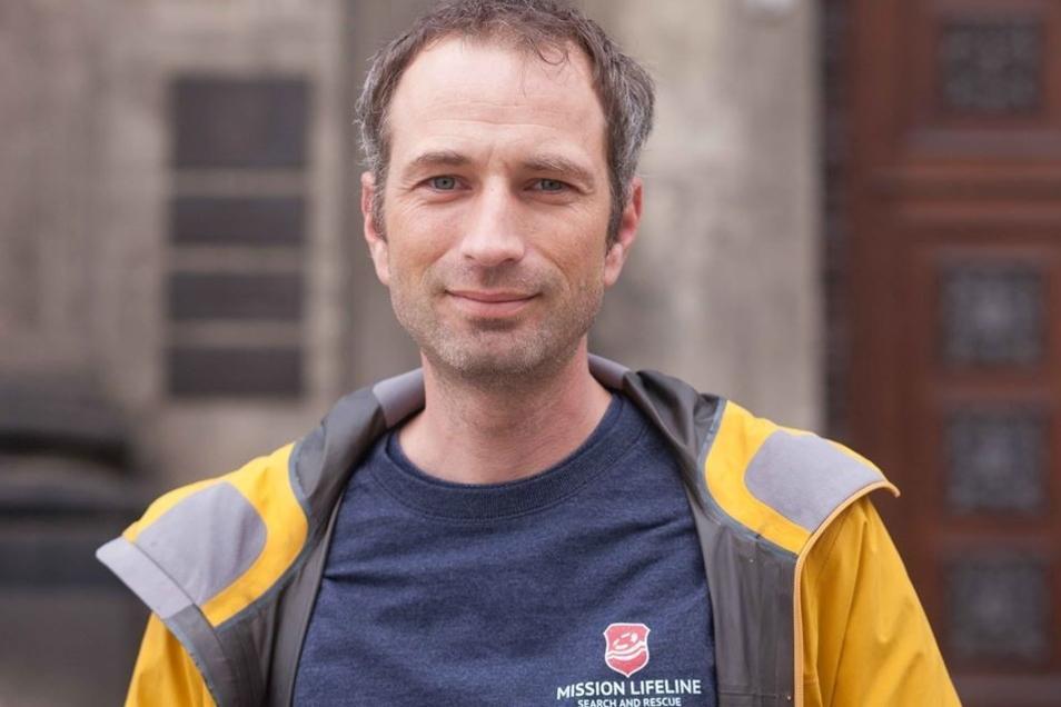 Mission Lifeline-Mitgründer Axel Steier vor dem Landgericht in Dresden.
