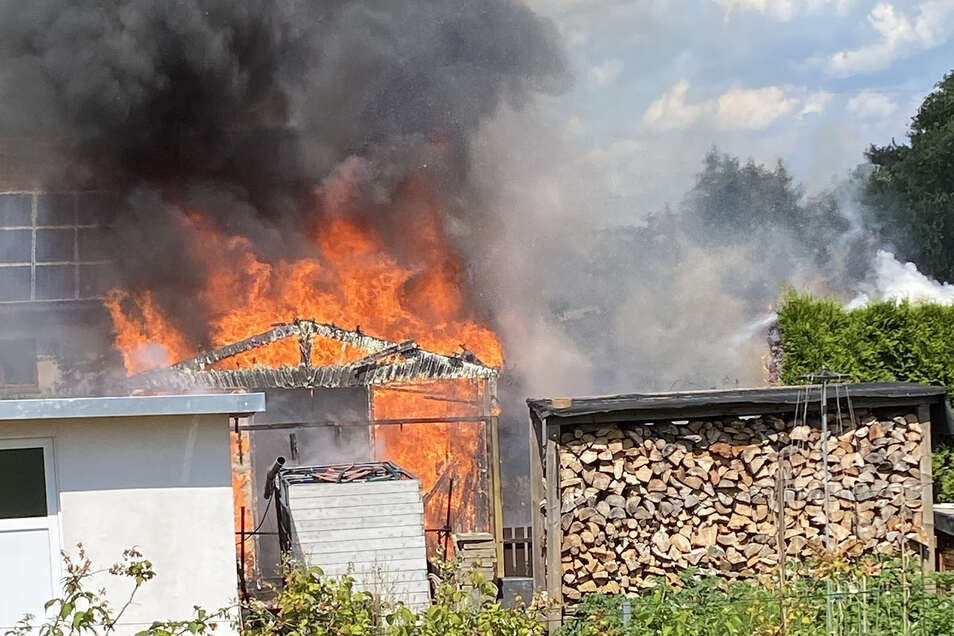 Warum die Gartenlaube Feuer gefangen hat, steht noch nicht fest.