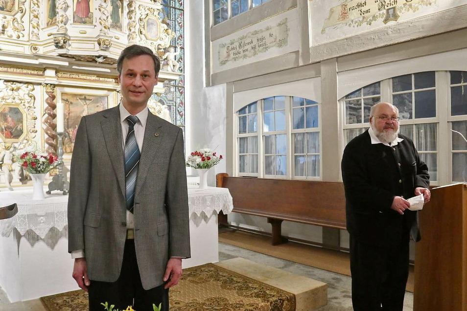 Christian Huth (46) (links) wird ab 1. September neuer Pfarrer für den Evangelischen Pfarrsprengel Oberlausitzer Seenland mit den drei Kirchengemeinden Lohsa, Uhyst Spree und Groß Särchen. Er folgt auf Pfarrer Matthias Gnüchtel (65) (rechts), der nach