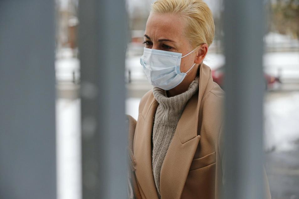 Julia Nawalnaja, Ehefrau von Alexej Nawalny, kommt zu einer Anhörung im Gericht an.