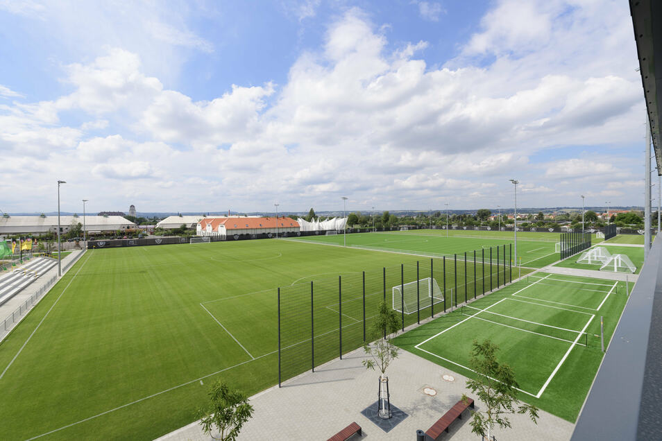 Der heilige Rasen: Im Ostrapark sind seit Februar 2018 neben dem Funktionsgebäude drei Großspielflächen, ein Kleinfeldplatz und weitere Trainingsanlagen entstanden. Hier werden die Profis sowie die drei Nachwuchsteams der U19, U17 und U16 trainieren.