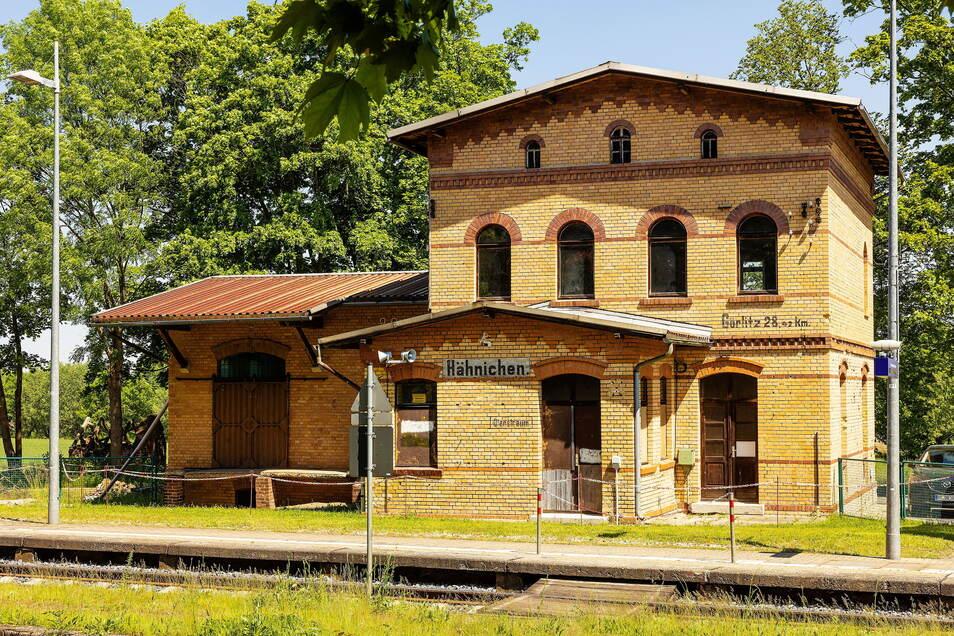 Auch der Bahnhof Hähnichen bei Niesky im Landkreis Görlitz wanderte durch Spettmanns Hände.