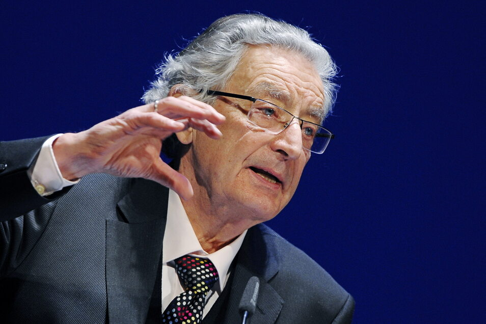 Gerhart Baum wurde 1932 in Dresden geboren.