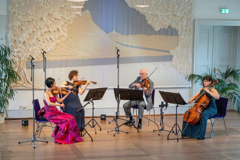 Das Streichquartett der Elbland Philharmonie nahm im Jagdschloss Graupa ein Konzert auf.