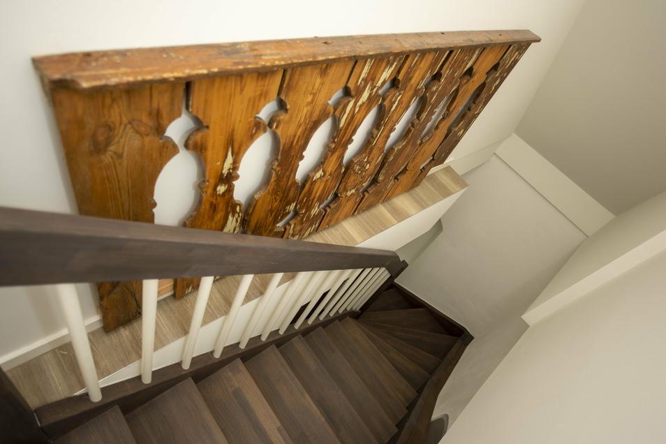Ein altes Treppenelement musste laut Denkmalbehörde erhalten werden. Es bekam einen Ehrenplatz.