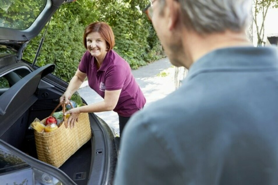 Auch bei alltäglichen Erledigungen wie dem Einkauf helfen die persönlichen Betreuerinnen von Home Instead - je nach individuellem Bedarf.