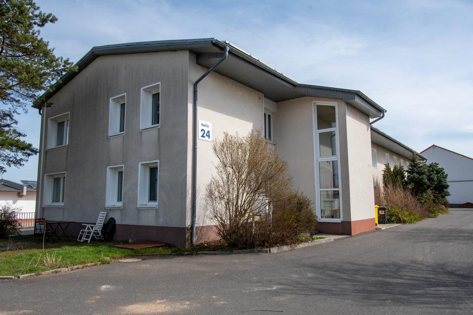 Dieses Objekt, das bislang von der Firma Partzsch genutzt wurde, soll in den kommenden Monaten zu einer Pension werden. Diese soll an das Landhotel Sonnenhof im Roßweiner Ortsteil Ossig angegliedert werden.