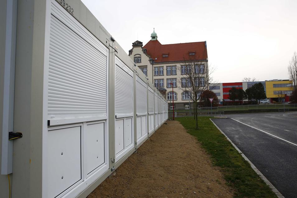 Unterricht in Containerbauten gehört in Großröhrsdorf mittlerweile zum Alltag. Vier zusätzliche Klassenräume befinden sich jetzt neben dem Busplatz gegenüber des Ferdinand-Sauerbruch-Gymnasiums. .