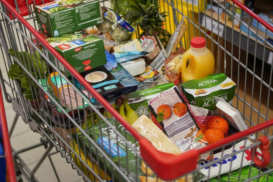 Ein typischer Warenkorb in Sachsen kostet jetzt 1,3 Prozent mehr als vor einem Jahr. Die Statistiker berücksichtigen dabei auch die Entwicklung von Wohnungsmiete und Benzinpreis.