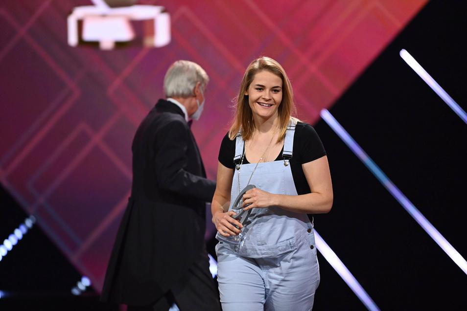 """Hazel Brugger, bekannt unter anderem aus der ZDF Nachrichten-Satire """"Heute-Show"""", wurde als beste Komikerin geehrt."""