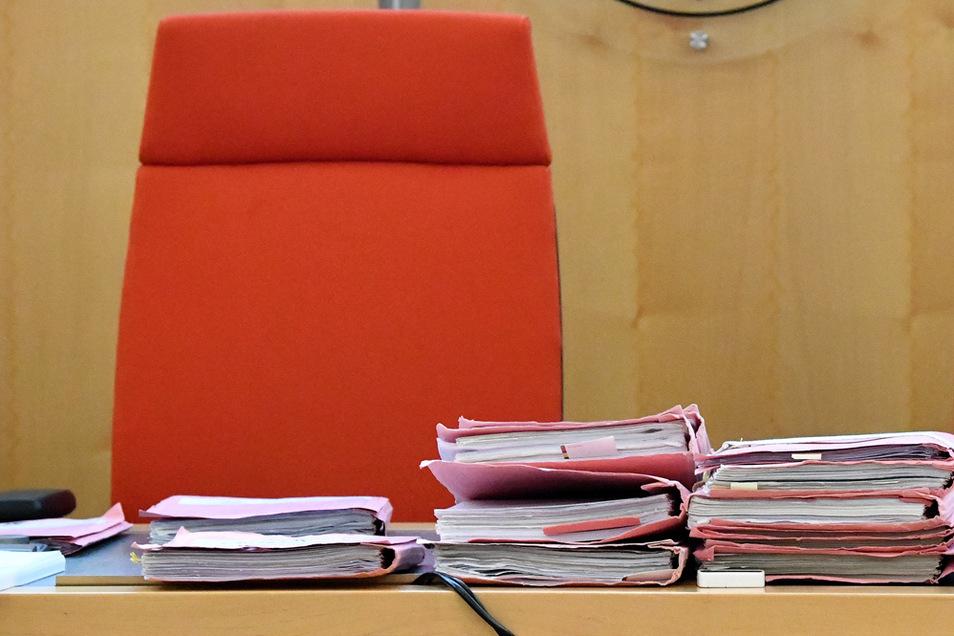 In Chemnitz müssen sich zwei Angeklagte wegen Verabredung zum Mord verantworten.