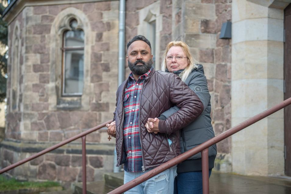 Faisal Jahangir und Carmen Bittner sind seit 2019 verheiratet. Nun soll der Ehemann von seiner Frau getrennt werden und zurück nach Pakistan.