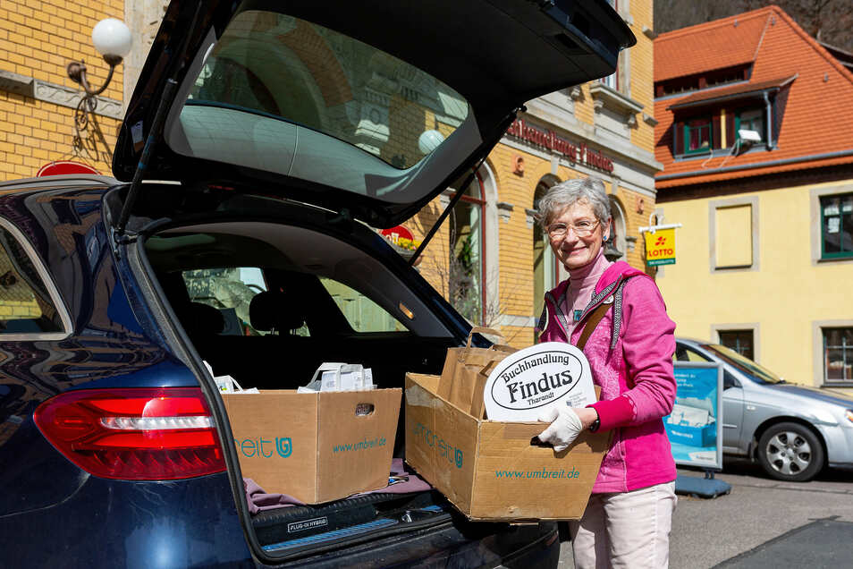 Als ihre Buchhandlung im Notbetrieb war, richtete Annaluise Erler einen Lieferservice ein, den sie auch nach der Wiedereröffnung beibehalten will.